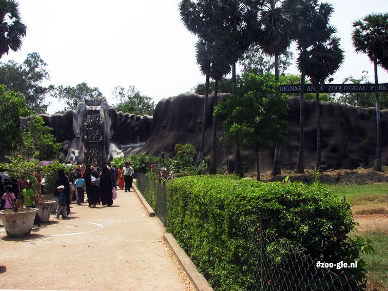 2008 De ingang heeft wat van een grot weg