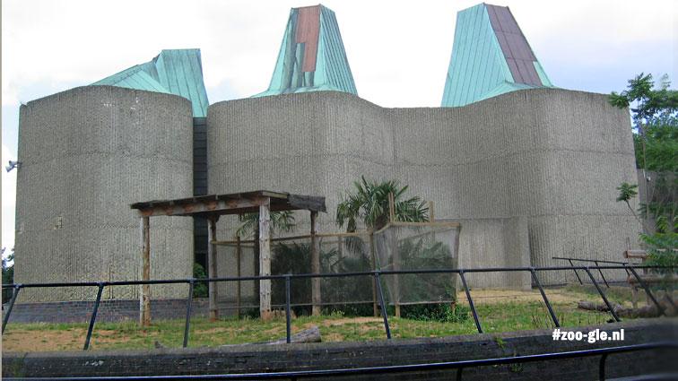 2005 Paarse bakstenen om verhoogde buitenruimte