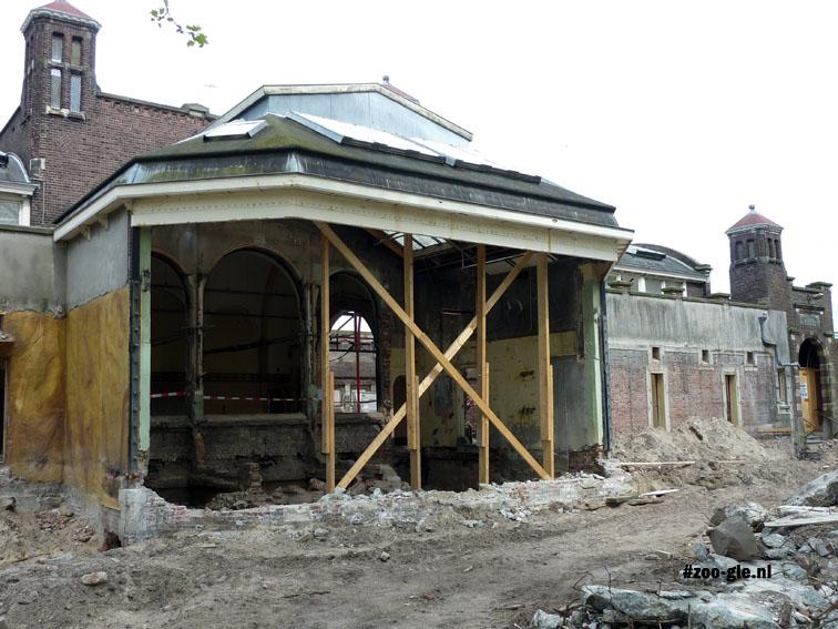 2010 In mei is renovatie van het Apenhuis gaande