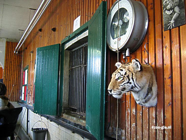 2005 Binnenkant roofdierenverblijf