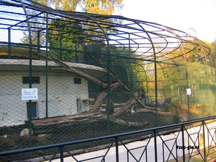2005 Monkey enclosure with cage