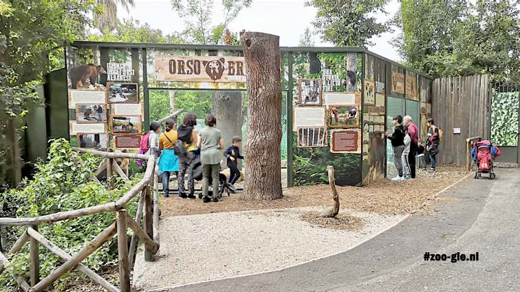 2019 Bear enclosure behind an information wall