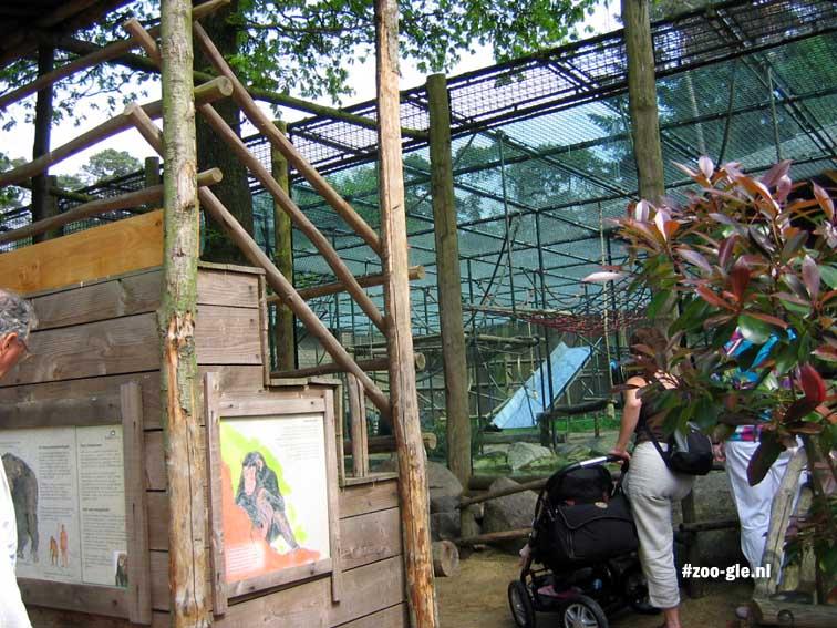 2005 Tribune bij chimpanseeverblijf