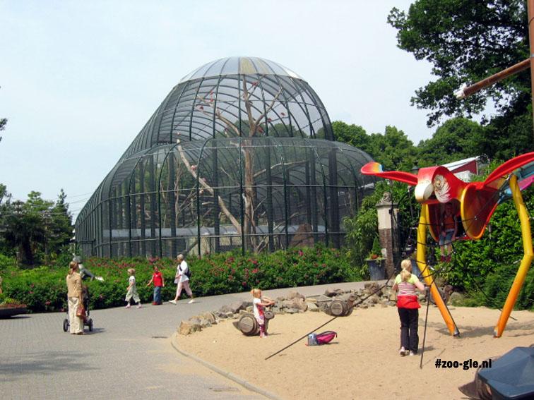2005 Urucu: enclosure red ibises