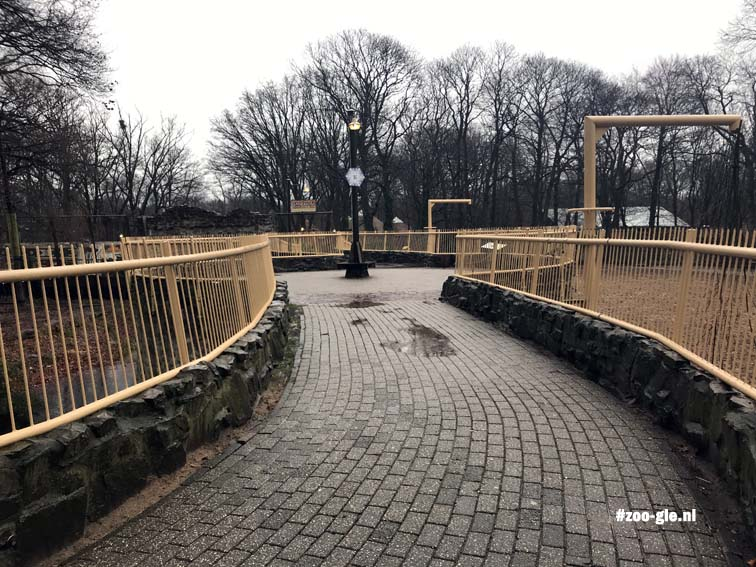 2017 Sometimes high walkways funnel the visitor towards the next enclosure