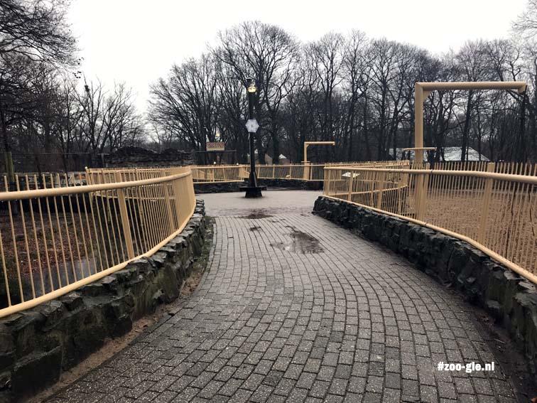 2017 Soms hoge paden trechteren je door de zoo
