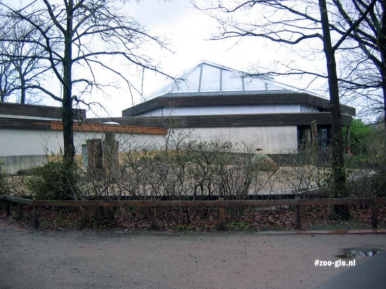 2007 Giraffe house