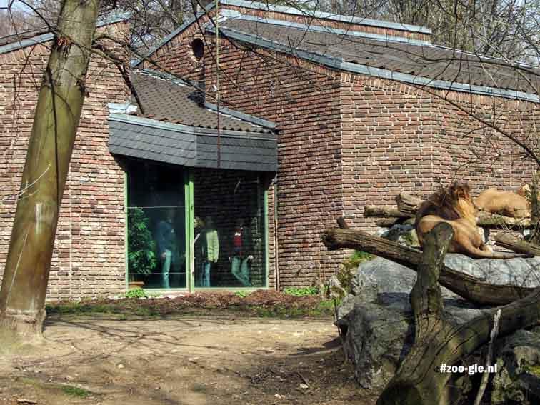 2006 Bij het leeuwenterras