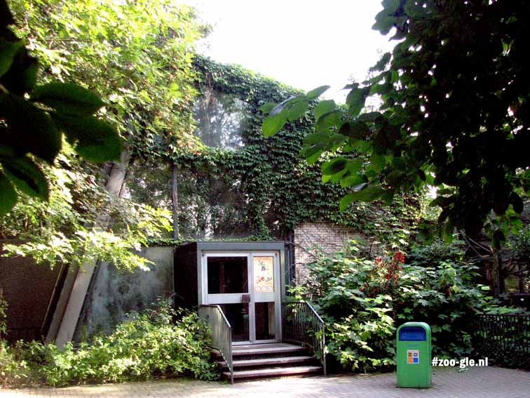 2007 Tropical house in old zoo