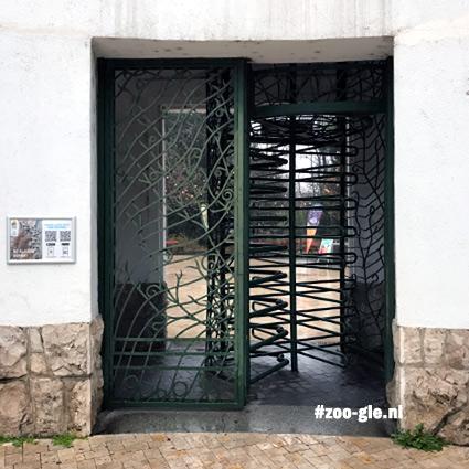 2019 Draaideur bij de ingang van zoo Boedapest
