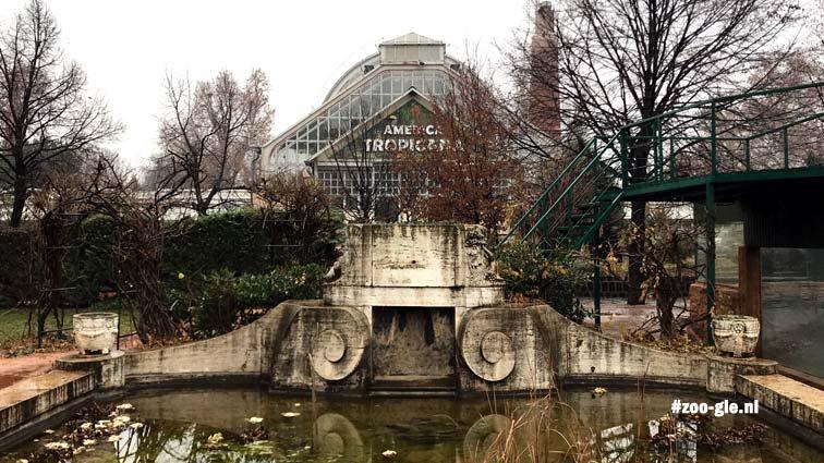 2019 Op de achtergrond de ingang grote serre van het Palmhuis, nu Americana Tropicana