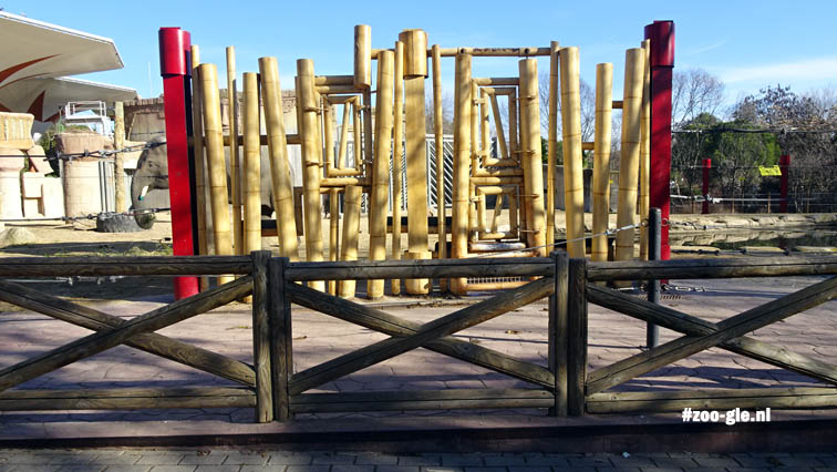 2016 Bamboe hek bij de olifanten