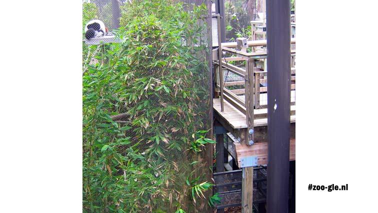 2006 Connection between indoor and outdoor enclosure