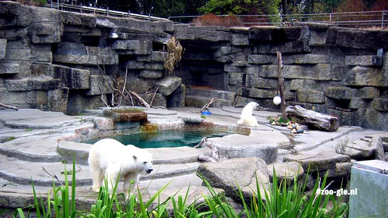 2006 Row of five bear enclosures 1940