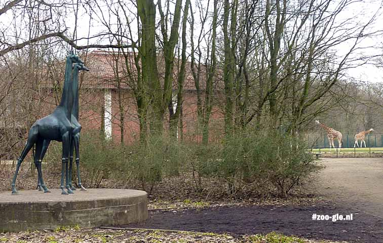 2013 Sculptures, walking distances and animals