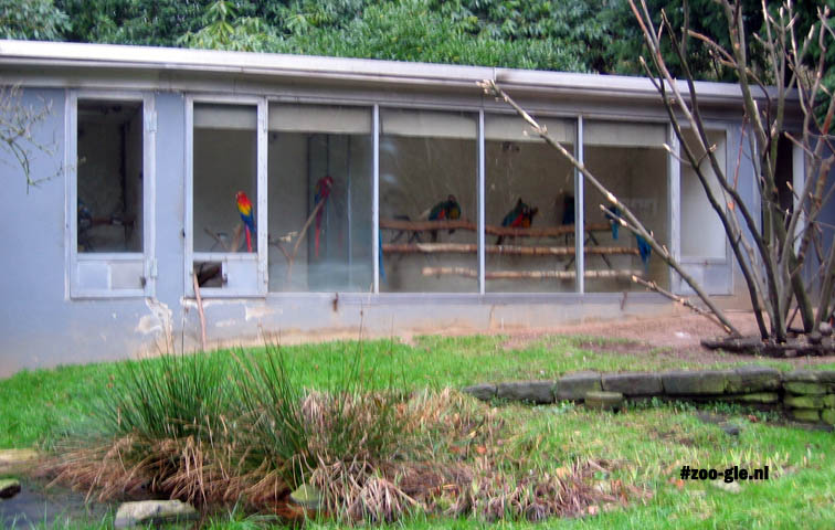 2007 Linear building for the macaws