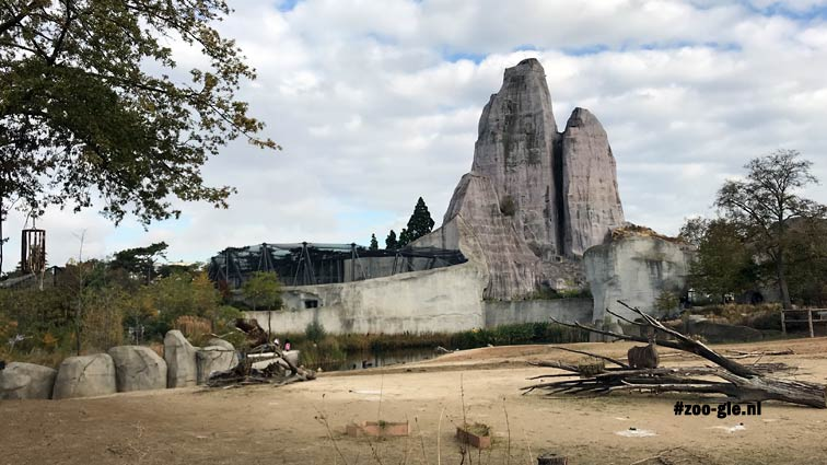 2018 Large aviary by architect Tschumi along the great rock