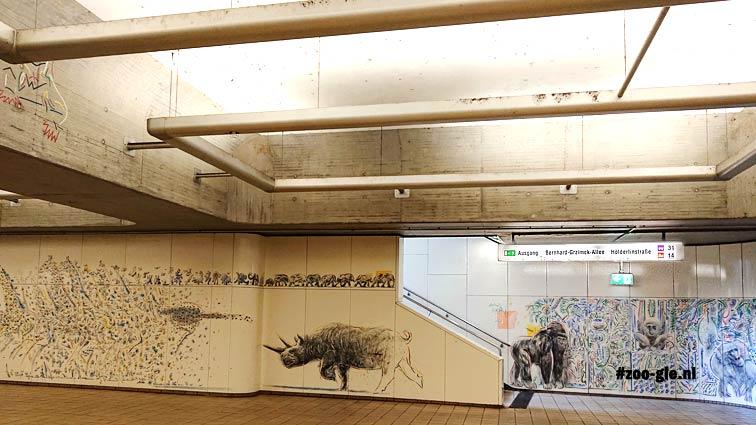 #1 Juni 2018 Het begint al bij de metro met een ondergrondse dierentuin