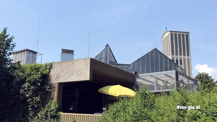 2018 Skyline Frankfurt met het Grzimekhuis en de Allerheiligenkerk