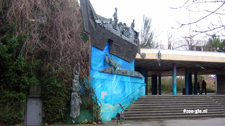 """2007 Begroeide muur, Ark van Noach, trap Aquarium en """"eierdoos""""plafond"""
